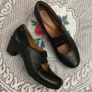 Clark's Are is an black leather shoes